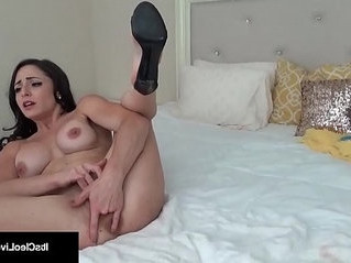 hottie   huge tits   webcam